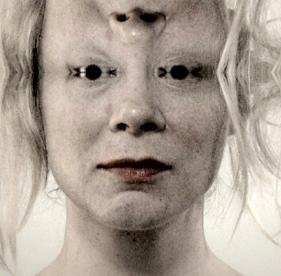 1111_Mirror upside down face_lipstick